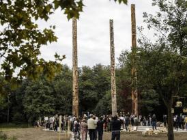 DNA – Trois totems en guise d'agora